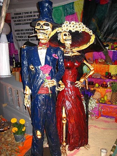 Dia De Los Muertos statues