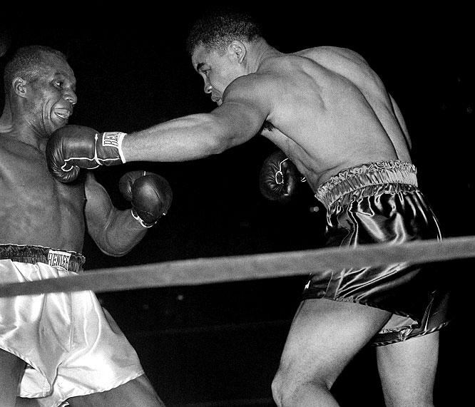 Joe Louis boxing